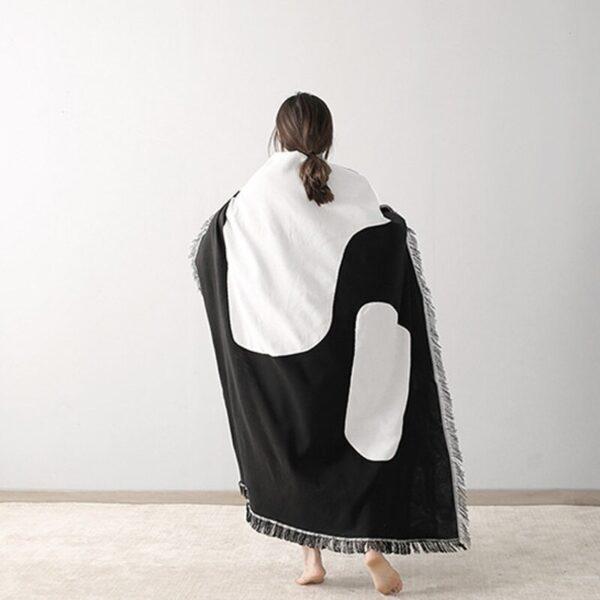 Black & White Dens Circle Tapestry